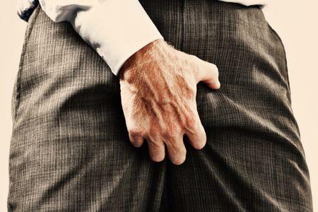 В яичках прощупывается шарик у мужчин