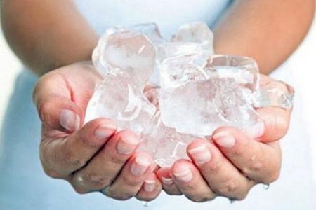 лёд в руках