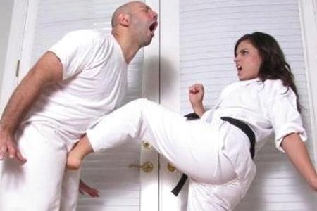 Удар в пах девочке последствия. Опасные последствия удара в пах между ног мужчины и что делать