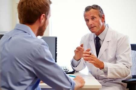 мужчина на приему у врача